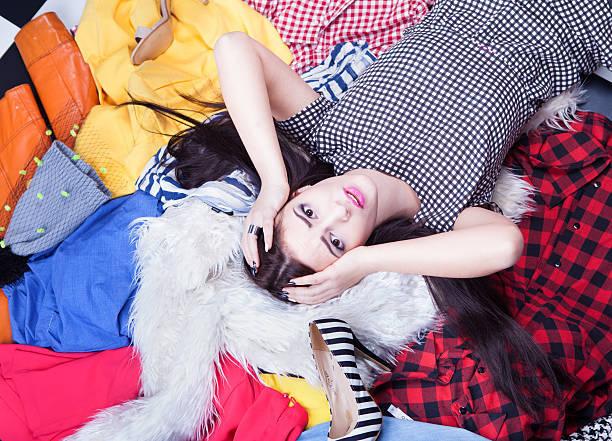 若い魅力的な女性のストレス体